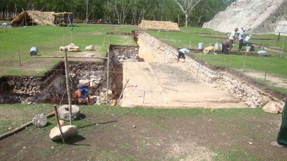 escavações em chichen itza.